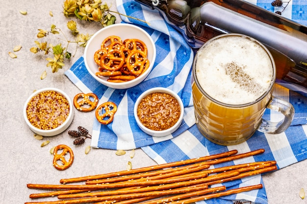 Conjunto de comida e bebida da oktoberfest Foto Premium