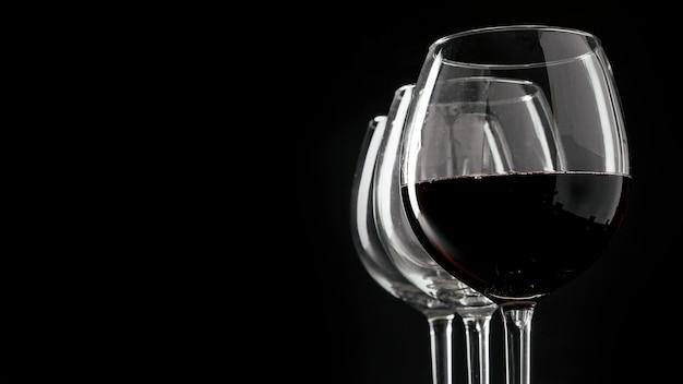 Conjunto de copos de vinho Foto gratuita