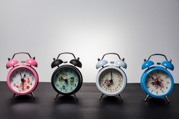 Conjunto de despertador em couro preto Foto Premium