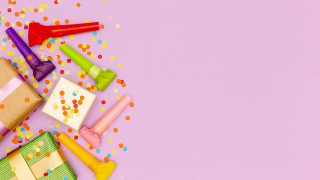 Conjunto de elementos para festa de aniversário com espaço de cópia Foto gratuita