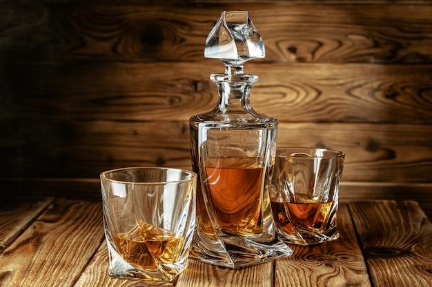 Conjunto de espíritos fortes. bebidas alcoólicas duras em copos Foto Premium