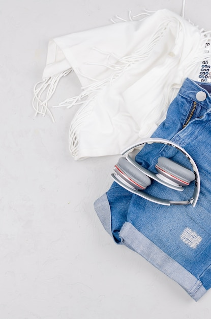 Conjunto de leigos planos de feminine ou jovem garota vestir em estilo marinho Foto Premium