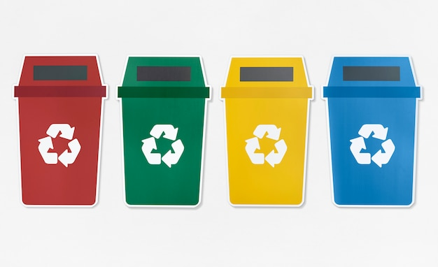 Conjunto de lixeiras com símbolo de reciclagem Foto gratuita