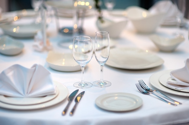 Conjunto de mesa para uma festa de evento ou recepção de casamento Foto Premium