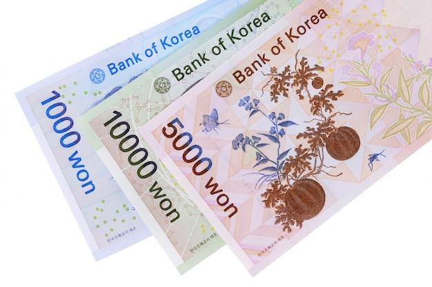 Conjunto de notas de moeda won coreano totalmente isoladas contra branco Foto Premium