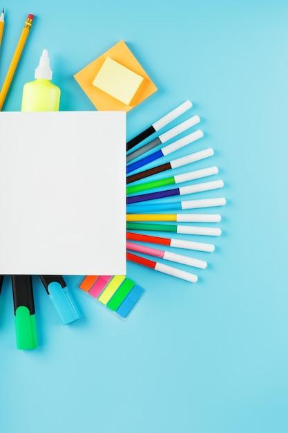 Conjunto de papelaria para desenho e criatividade Foto Premium