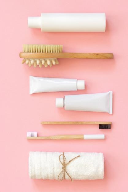 Conjunto de produtos cosméticos de eco e ferramentas para chuveiro ou banheira Foto Premium