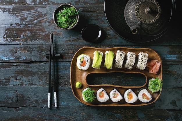 Conjunto de rolos de sushi Foto Premium