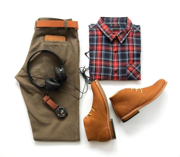 Conjunto de roupa masculina e acessório, vista superior Foto Premium