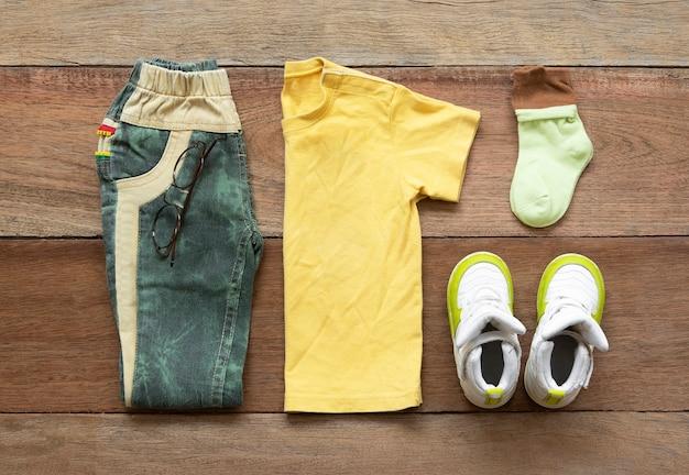 Conjunto de roupas de moda masculina Foto Premium