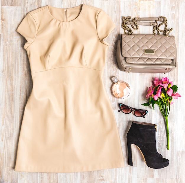 Conjunto de roupas de verão. Foto Premium