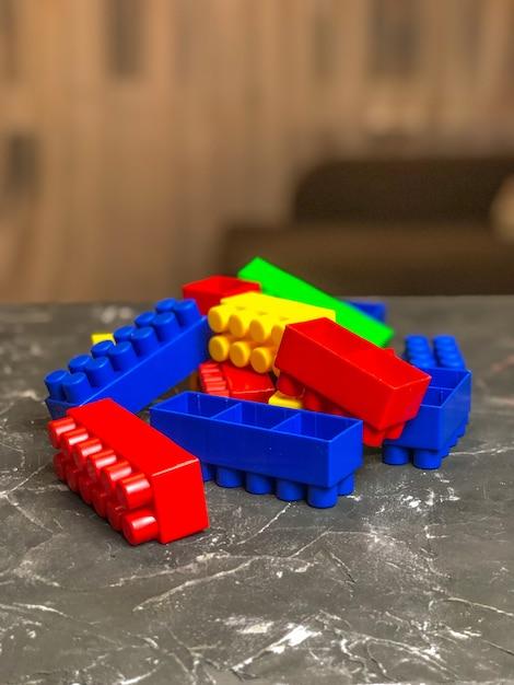 Conjunto infantil lego, cores diferentes. jogo infantil Foto Premium