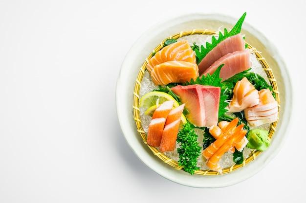 Conjunto misto de sashimi Foto gratuita