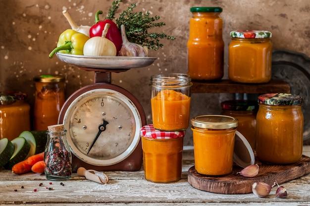 Conservação vegetal canning (ikra) Foto Premium