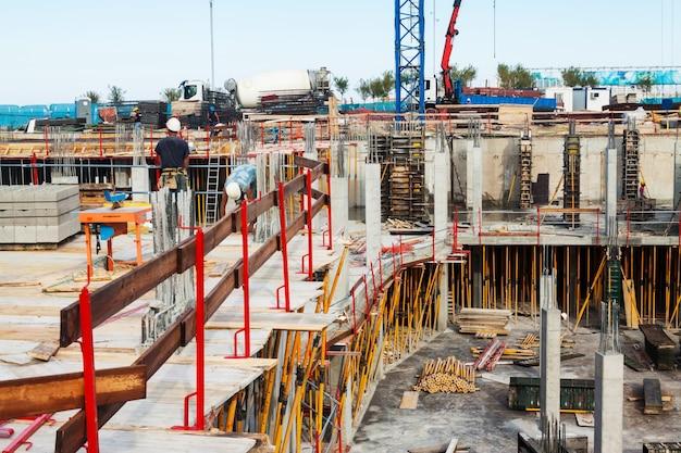 Construção de nova casa de concreto Foto gratuita