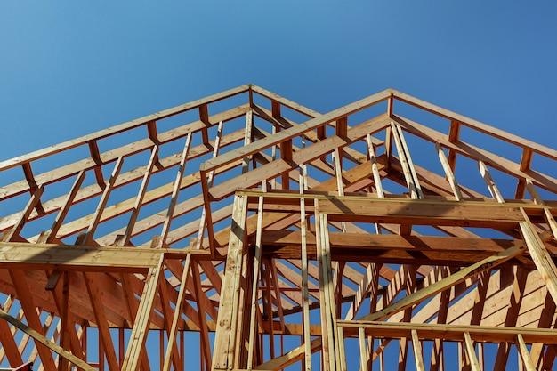 Construção de telhado de madeira, casa, construção de casa Foto Premium