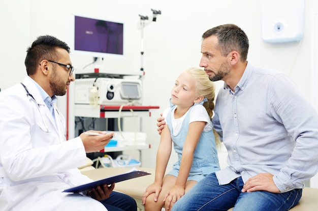 Consulta com médico Foto gratuita