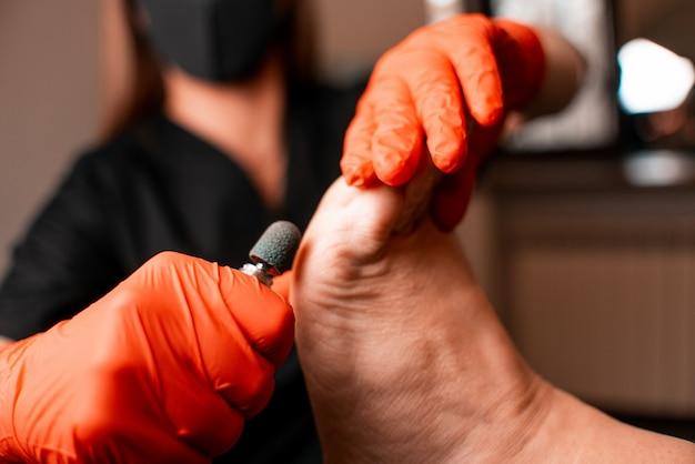 Consultório médico, podologia, tratamento de problemas nos pés, médico e paciente, estilo de vida saudável Foto Premium