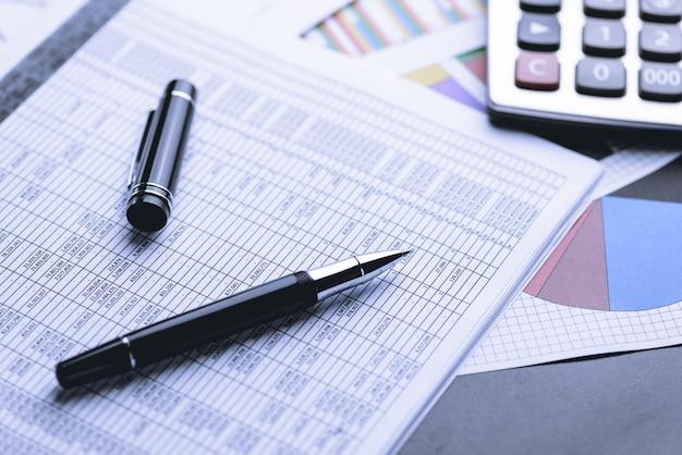 Contabilidade de negócios, documentos de negócios Foto Premium