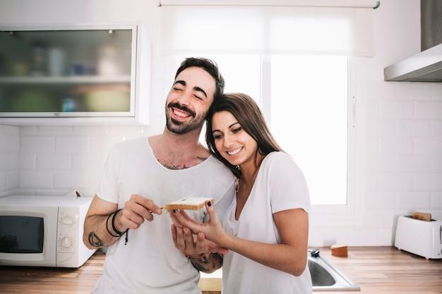 Resultado de imagem para casal na cozinha