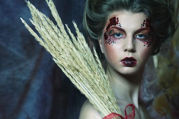 Conto de fadas. teatro. mulher de vestido vermelho. fantástico penteado e maquiagem. fantasia. Foto Premium