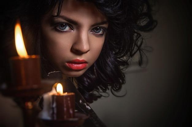 Conto de mágica de halloween, menina mística chama espíritos Foto Premium