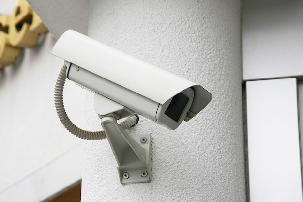 Controle de câmera na parede Foto Premium