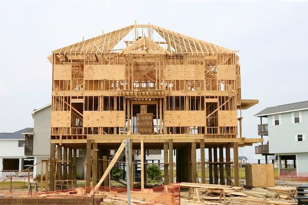 Contruction da casa de madeira, estrutura de madeira americana Foto Premium