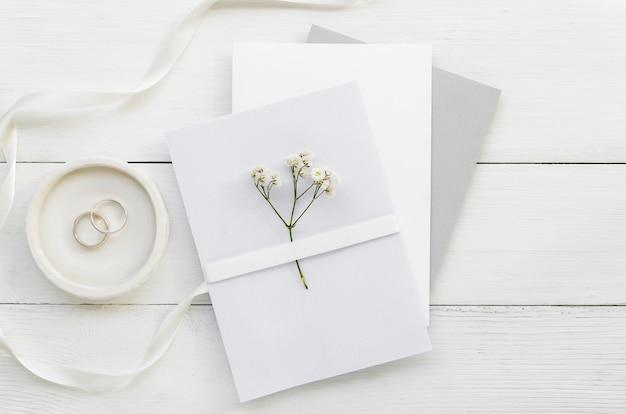 Convite de casamento com ornamentos Foto gratuita