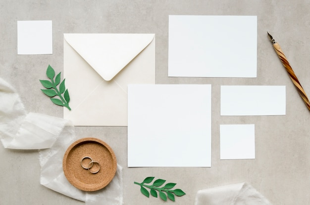 Convite de casamento elegante plana leigos Foto gratuita
