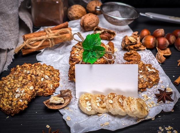 Cookies de flocos de aveia e nozes Foto Premium