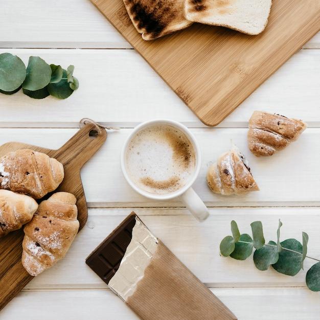 Cool composição do café da manhã Foto gratuita