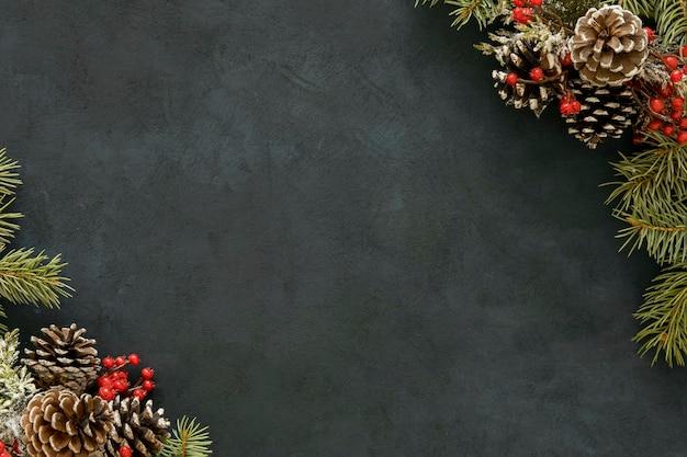 Copie as agulhas de pinheiro do espaço com visco Foto gratuita