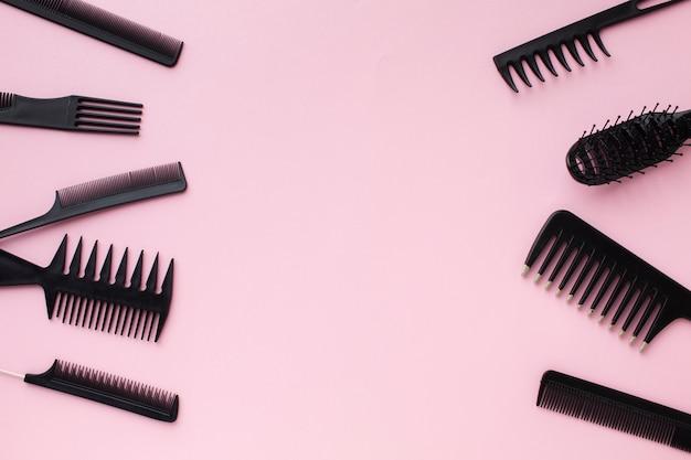 Copie o espaço com ferramentas profissionais para o cabelo Foto gratuita