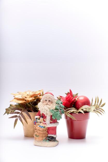 Copie o espaço para cartão de feliz natal em um fundo branco Foto Premium