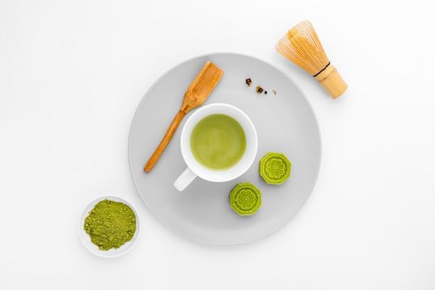 Copo cerâmico de vista superior com chá matcha Foto Premium