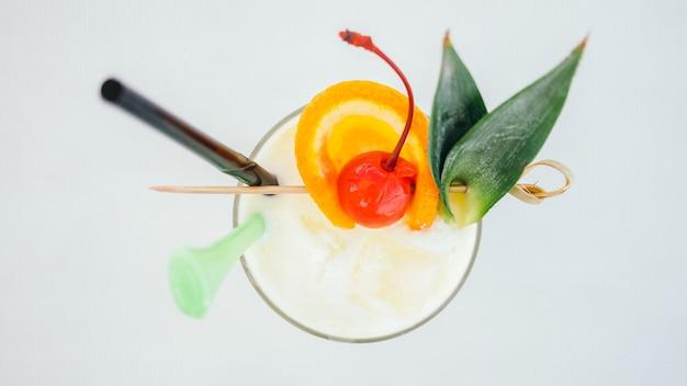 Copo de cocktails beber gelo Foto gratuita