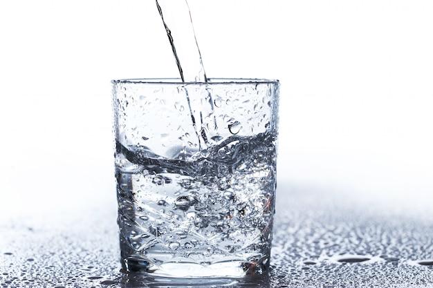 Consumo de água ajuda a perder peso