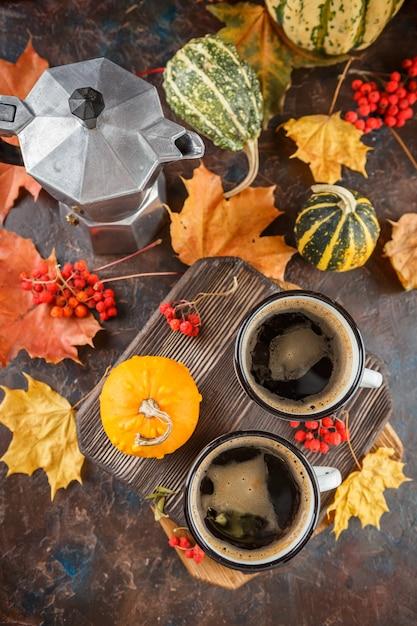 Copos de café e abóboras Foto Premium
