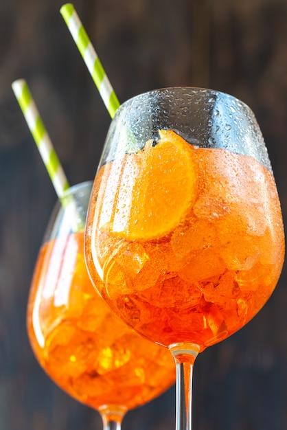 Copos de cocktail aperol spritz Foto Premium