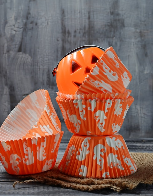 Copos de cozimento de papel para cupcakes de halloween Foto Premium
