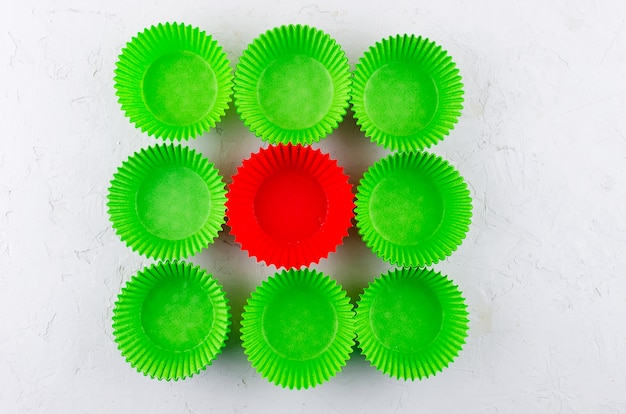 Copos de papel para cupcakes e muffins Foto Premium