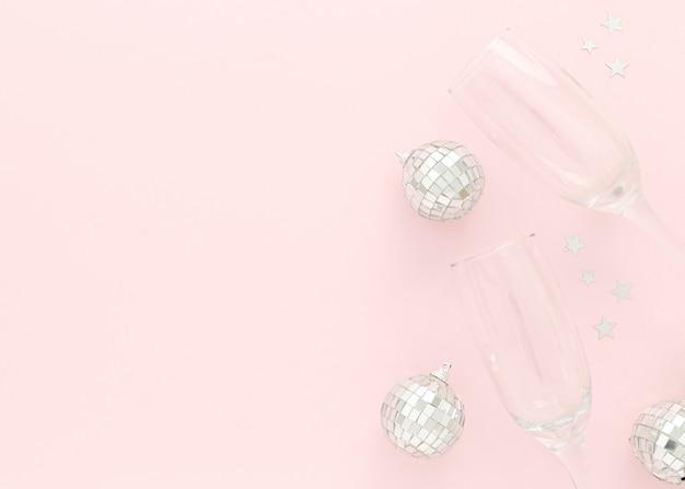 Copos e globos para festa Foto gratuita