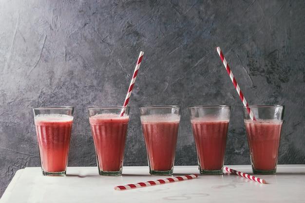 Coquetel de frutas vermelhas Foto Premium