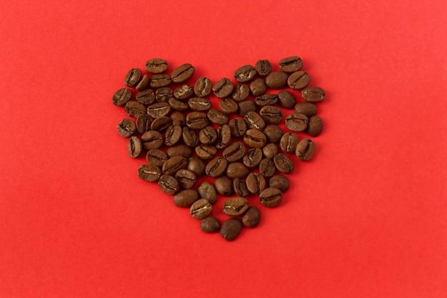 Coração de grãos de café Foto Premium