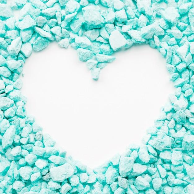 Coração em pedras turquesas Foto gratuita