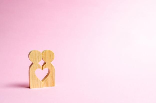 Coração entre as pessoas Foto Premium