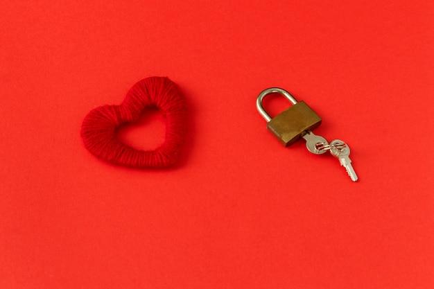Coração, fechadura e chaves Foto Premium