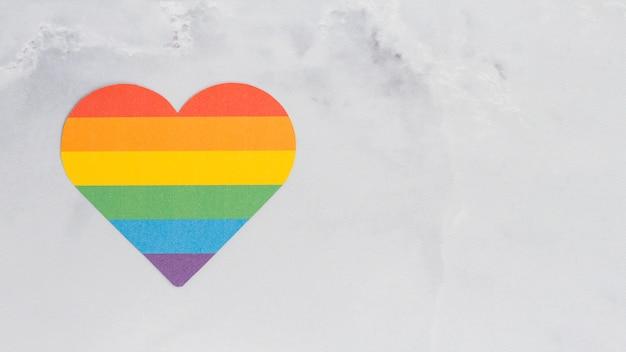 Coração multicolorido de cor lgbt Foto gratuita
