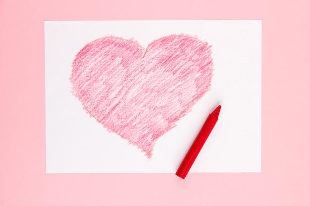 Coração vermelho desenhado por uma criança Foto Premium